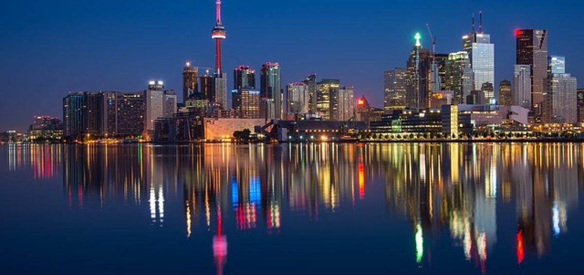Buildings in Toronto at night.