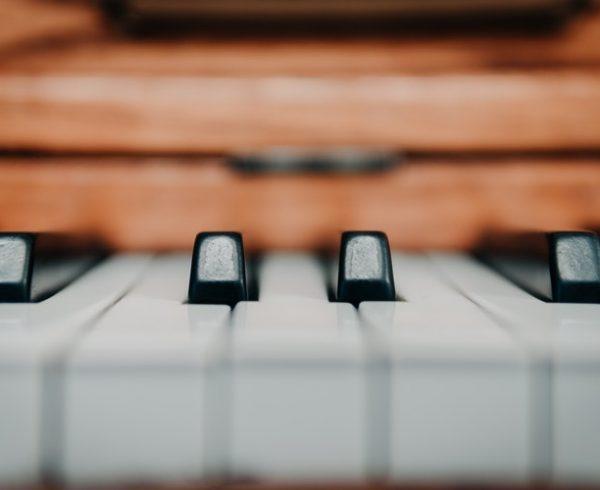 hiring piano movers