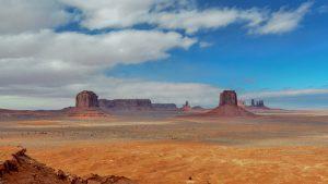 a photo of a desert