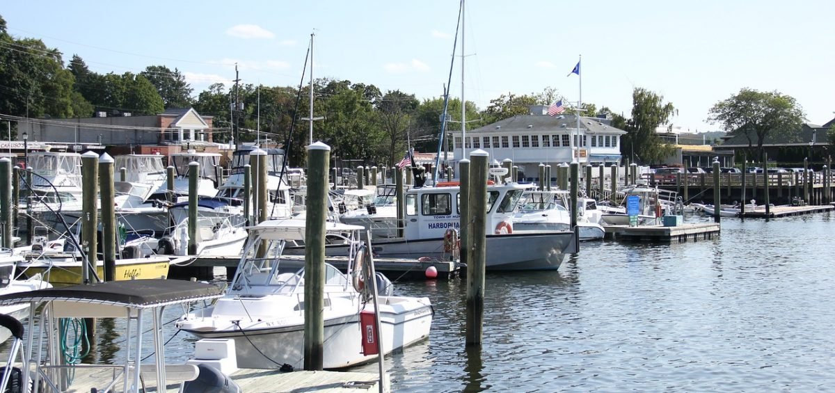 A beautiful harbor in Long Island, the kind you'll get to enjoy after moving to Long Island City.