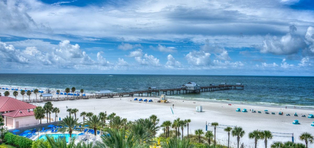 Beautiful Florida beach with a small home in the corner that can be one of reasons to downsize your Florida home and enjoy.
