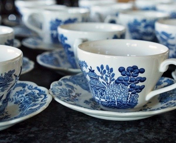 Porcelain teacups - Learn how to handle packing and moving porcelain items.