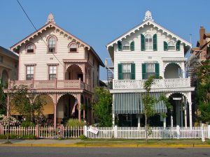 Houses in New Jersey - Discover what are the benefits of living in a small town in NJ.